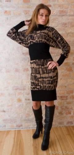 Трикотажное платье с эластичным.