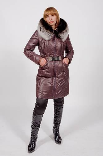 Женская зимняя одежда, а так же летние платья.